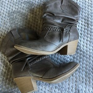Mudd Shoes - Cute ankle booties